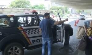 Homem chama polícia para conseguir atendimento em hospital em Brasília