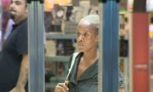 Haitiana está morando em aeroporto de Porto Alegre há quatro dias