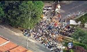 Lixo se acumula durante greve de garis em São Paulo
