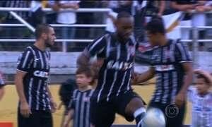 De visual novo, Vagner Love marca gol pelo Corinthians e vence Bragantino