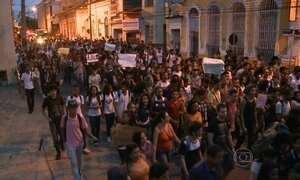 Manifestantes protestam contra aumento de passagens de ônibus no MA