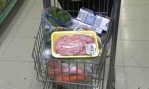 Consumidores da nova classe média cortam os produtos da cesta básica