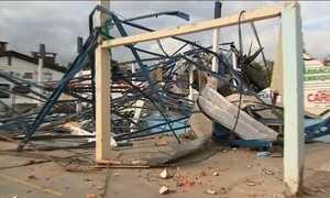 Cidades vítimas de tornados  começam a receber ajuda do exército