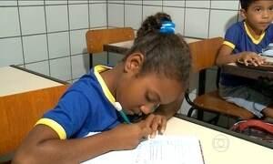 Alunos continuam sem livros em escola de Teresina