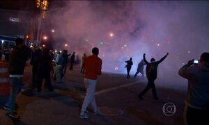 Manifestantes desafiam toque de recolher na cidade americana de Baltimore