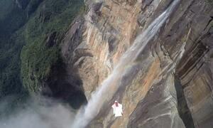 Luigi Cani se aventura em voo pela cachoeira mais alta do planeta