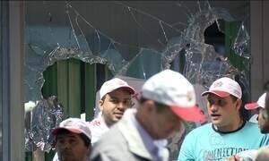 Manifestantes invadem Ministério da Fazenda