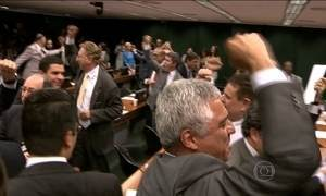 Comissão da Câmara aprova redução da maioridade penal para crimes violentos