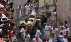 Corrida dos touros em Pamplona, na Espanha, entra no segundo dia