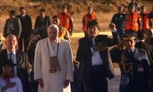 Papa Francisco é recebido por multidão na capital da Bolívia