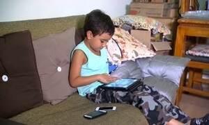 Escolas debatem se usar tecnologia em sala ajuda ou atrapalha alunos