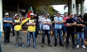 Servidores públicos do RS fazem greve contra decisão do governo estadual