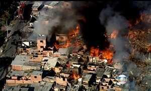 Incêndio atinge área de reintegração de posse na Zona Sul de São Paulo