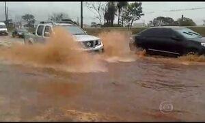 Temporal provoca inundações e estragos em MS e SP