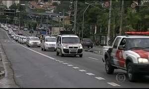 Taxistas fazem protesto contra Uber em SP