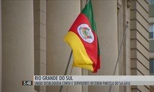 Governo do RS paga 2ª parcela dos salários de funcionários públicos