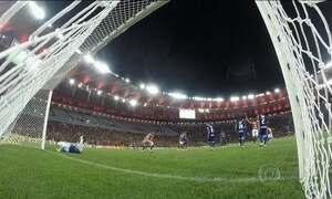 Flamengo vence a quinta partida consecutiva e chega ao G-4 no Brasileirão