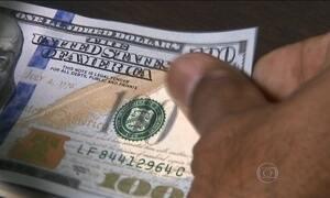 Dólar fecha sexta cotado a R$ 3,96, o maior valor frente ao real em 13 anos