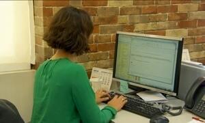 Ficar sentado tempo demais pode fazer mal pro fígado, diz pesquisa