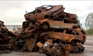 Carros e motos viram sucata em minutos em depósito de Cuiabá