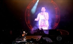 Freddie Mercury no telão emociona plateia do Rock in Rio