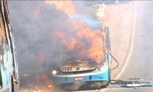Manifestantes queimam seis ônibus na região metropolitana de Goiânia