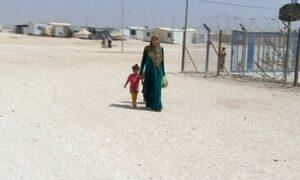 Campos de refugiados sírios abrigam 100 mil na Jordânia