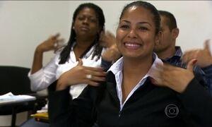 Hospitais de SP vão ter gente treinada para traduzir a língua dos sinais