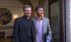 Vaticano demite padre que revelou à imprensa ser homossexual