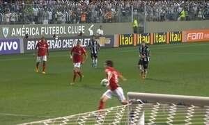 Atlético-MG vence Internacional no Brasileirão