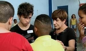 Alunos tentam virar o jogo e superar o bullying em escola pública do Rio