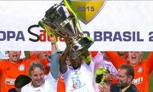 Palmeiras ganha do Santos nos pênaltis e conquista a Copa do Brasil