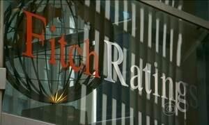 Agência Fitch rebaixa nota de crédito e tira o grau de investimento do Brasil