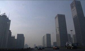 China vive o primeiro dia de alerta vermelho contra a poluição