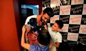 Gusttavo Lima realiza o sonho de crianças refugiadas