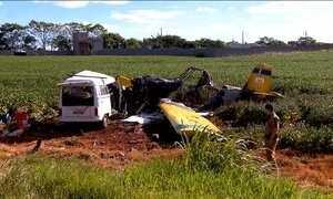 Avião monomotor cai sobre Kombi e deixa seis mortos no Paraná