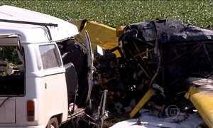 Monomotor cai em cima de carro e mata seis pessoas no PR