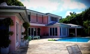 Novo dono de mansão de Pablo Escobar vasculha casa atrás de joias e dinheiro