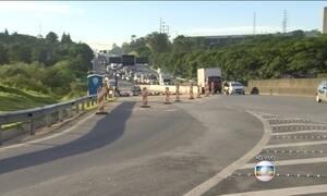 Motoristas enfrentam congestionamento na Rodovia Anhanguera (SP)