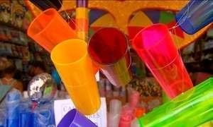 Foliões mostram acessório que é a sensação no carnaval de Recife