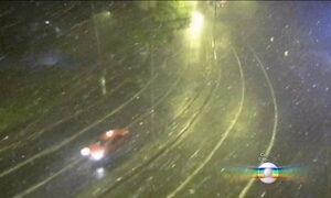 Forte tempestade atinge Porto Alegre na noite desta sexta-feira (29)