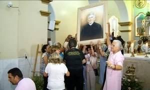 Imagem de Padre Cícero entra pela 1ª vez em igreja que ajudou a construir