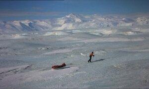 Explorador tenta jornada inédita, mas é vencido pelo gelo na Antártica