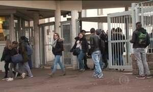 Escolas francesas querem autorizar alunos a fumar dentro do colégio