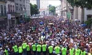 Cordão da Bola Preta leva multidão às ruas do Centro do Rio