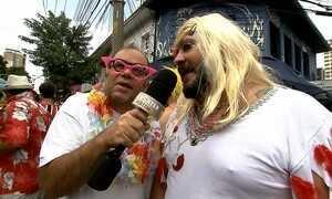 Otávio Müller mostra os homens que se vestem de mulher no carnaval