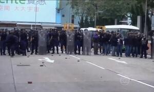 Confronto entre comerciantes ilegais e a polícia deixa 90 feridos em Hong Kong