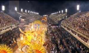 Último dia do desfile das escolas de samba do Rio bota o público para dançar