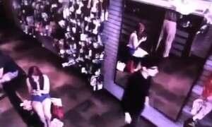 Veja o mistério do vídeo do homem que não tem reflexo