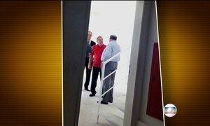 Ex-presidente da OAS não responde perguntas sobre condomínio Solaris